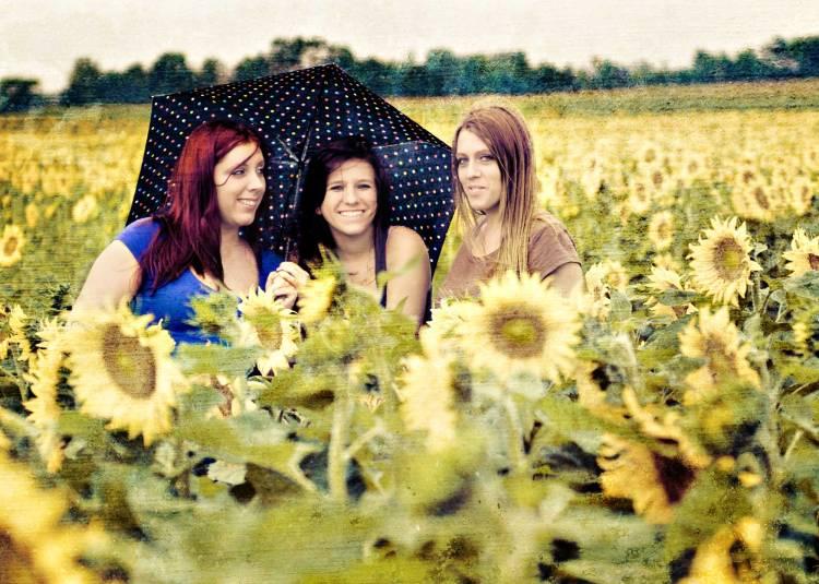 DSC_0549-SUNFLOWER-GIRLS-2000-web
